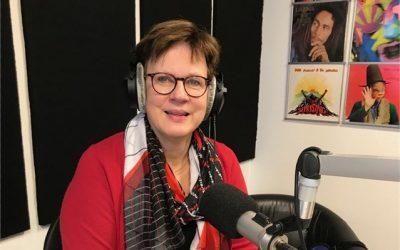 Directeur Edith van den Berg live op de radio